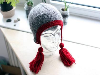 czapka z frędzlami